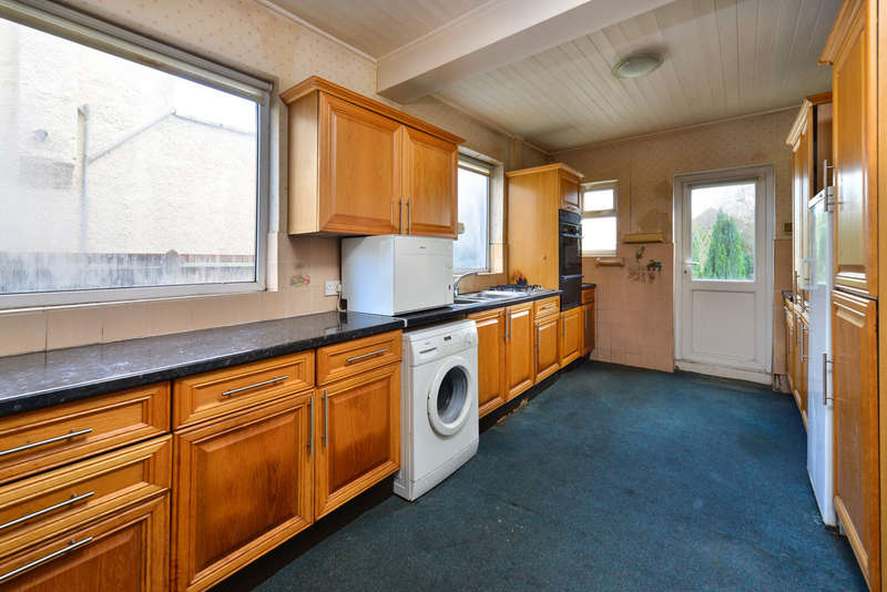 4 Bedrooms Semi Detached House for sale in Selvage Lane, NW7 3SP