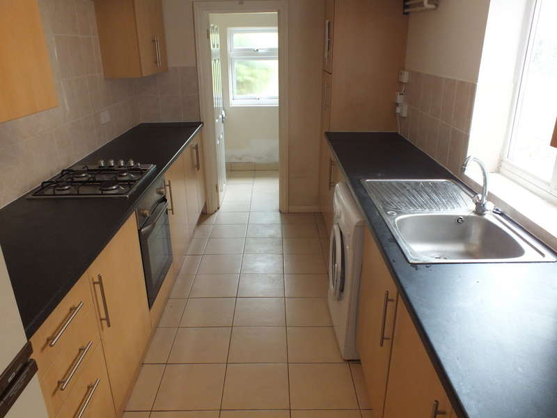 4 Bedrooms Terraced House for rent in Donnington Road, Reading
