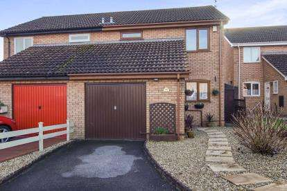 3 Bedrooms Semi Detached House for sale in Moor Croft Drive, Longwell Green, Bristol