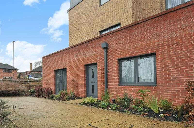 2 Bedrooms Flat for sale in Hawkins Court, Huntingdon