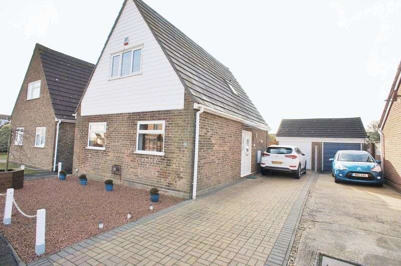 3 Bedrooms Detached House for sale in Clover Drive, Thorrington