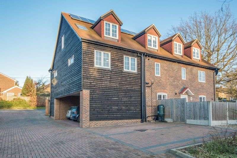 2 Bedrooms Flat for sale in Boughton-under-Blean