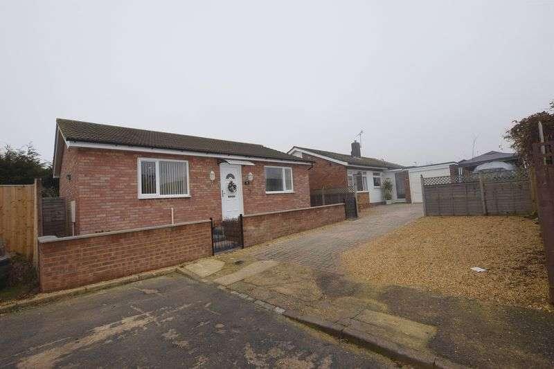 2 Bedrooms Detached Bungalow for sale in Craigmore Avenue, Milton Keynes