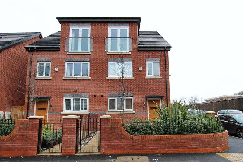 4 Bedrooms Semi Detached House for sale in Kingswood Road, Prestwich, Manchester