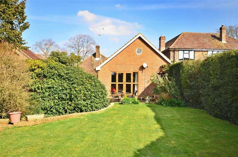 3 Bedrooms Bungalow for sale in Oak Lane, Broadbridge Heath, Horsham, West Sussex
