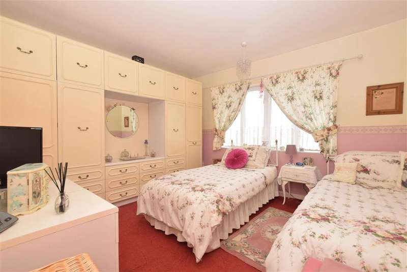 2 Bedrooms Detached Bungalow for sale in Oak Road, Fareham, Hampshire