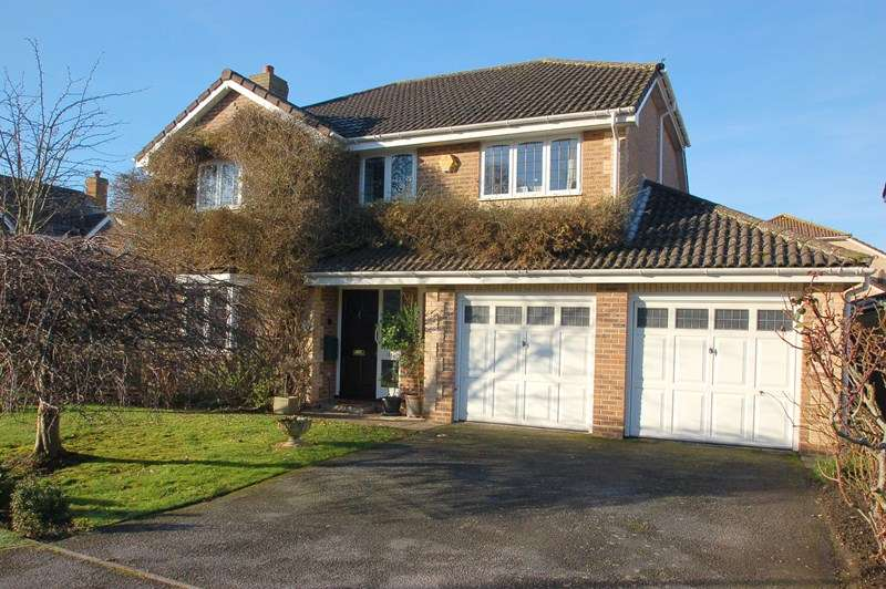 5 Bedrooms Detached House for sale in Tebourba Drive, Alverstoke, Gosport