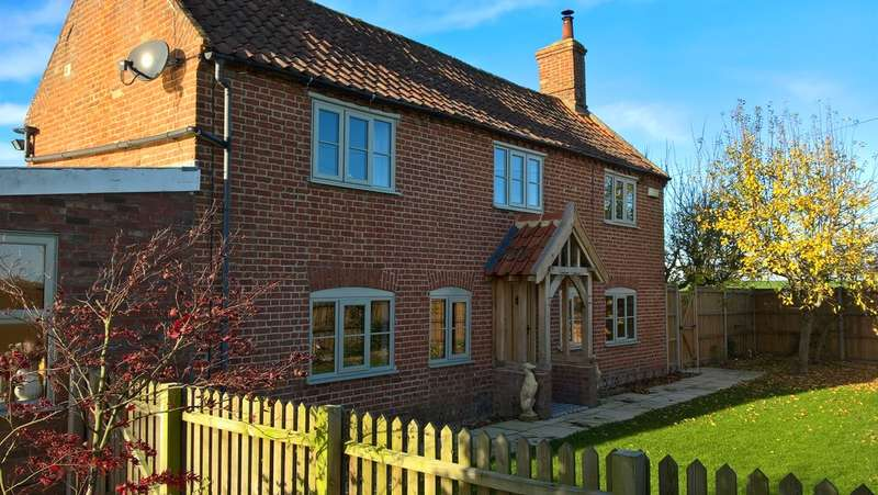 3 Bedrooms Cottage House for sale in The Corner House, Ilketshall St Lawrence