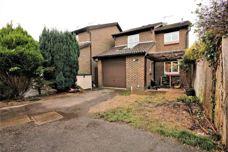 4 Bedrooms Detached House for sale in Willowmead Close, Woking, Surrey, GU21