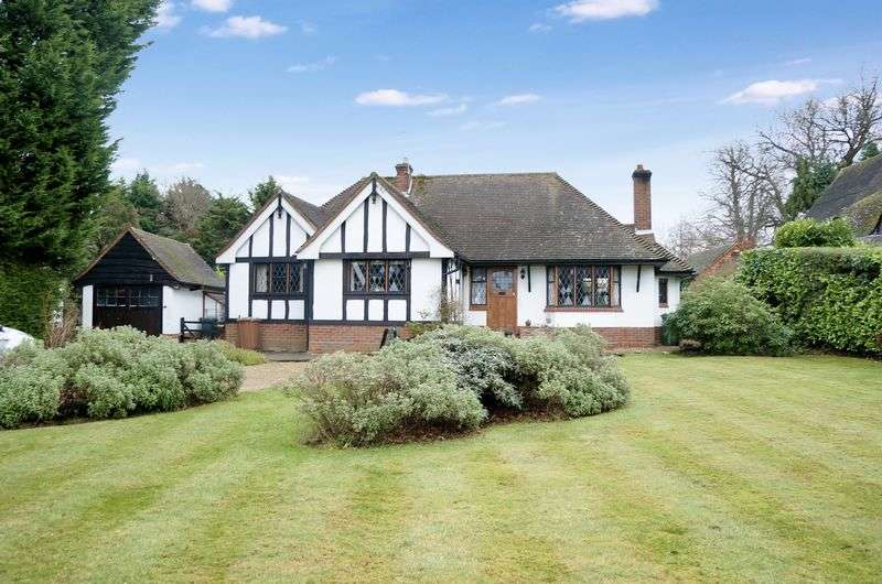 2 Bedrooms Detached Bungalow for sale in East Horsley