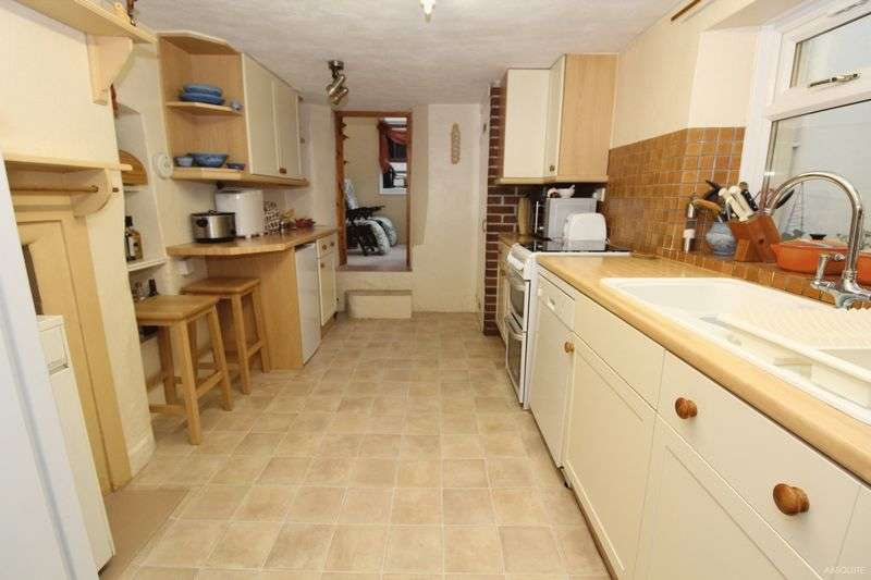 3 Bedrooms Terraced House for sale in Ilsham Road, Torquay