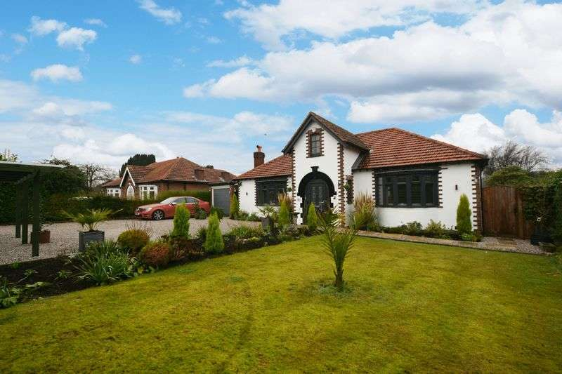 3 Bedrooms Detached Bungalow for sale in Yew Tree Grove, Heald Green, Cheadle