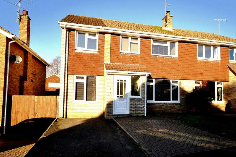 4 Bedrooms Semi Detached House for sale in Poulner, Ringwood, BH24 1UJ