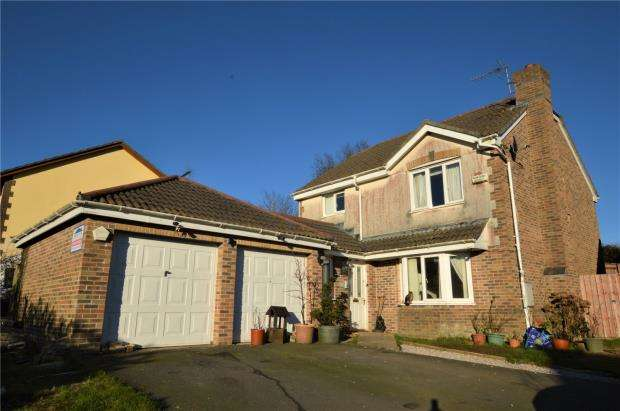 4 Bedrooms Detached House for sale in Balmoral Crescent, Okehampton, Devon