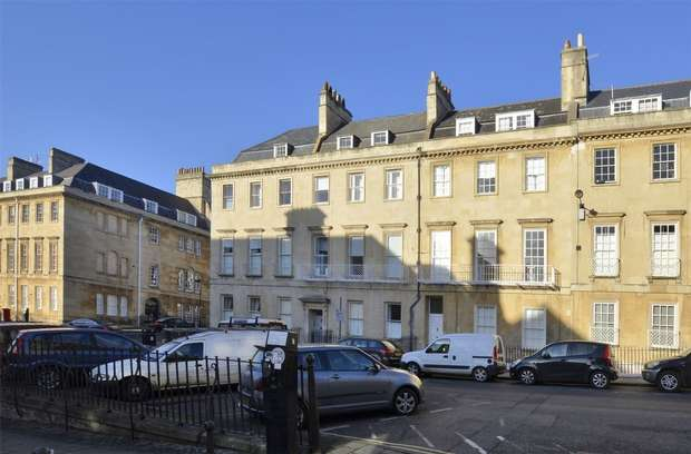 2 Bedrooms Flat for sale in Ground Floor Apartment, 17 Bennett Street, Bath