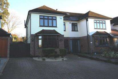 3 Bedrooms Semi Detached House for sale in Friars Avenue, Shenfield, Brentwood, Essex