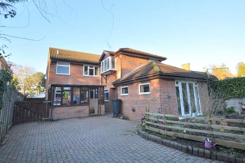 4 Bedrooms Detached House for sale in West Moors