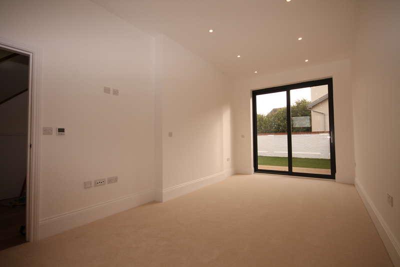 3 Bedrooms Semi Detached House for sale in Kensington Gardens, Goldington Road, Bedford, MK40