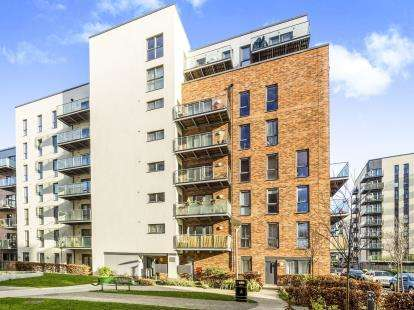 3 Bedrooms Flat for sale in Dagenham, United Kingdom