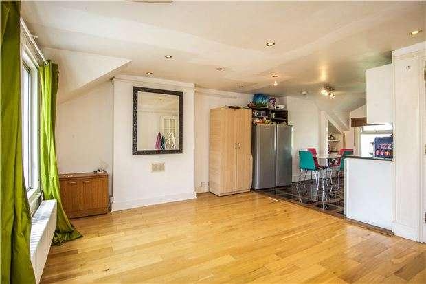 3 Bedrooms Maisonette Flat for sale in Comyn Road, Battersea, LONDON, SW11