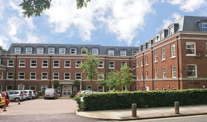 2 Bedrooms Flat for sale in Peel Court,College Way, Welwyn Garden City: Two bed second floor Assisted Living retirement apartment