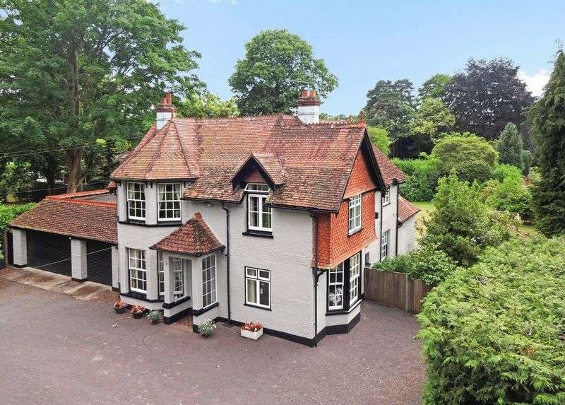 4 Bedrooms Detached House for sale in Grayshott Road, Headley Down