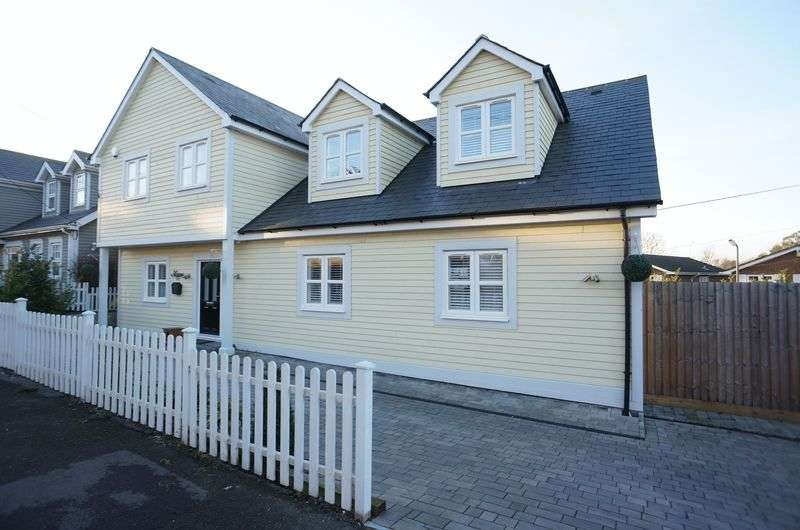 4 Bedrooms Detached House for sale in Crescent Road, South Benfleet