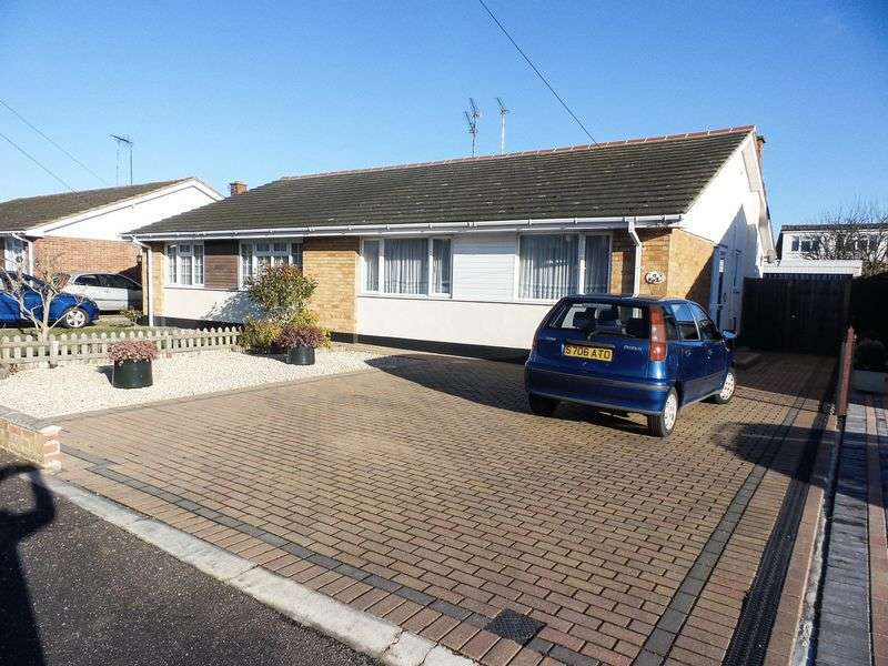 2 Bedrooms Semi Detached Bungalow for sale in Monksford Drive, Hockley