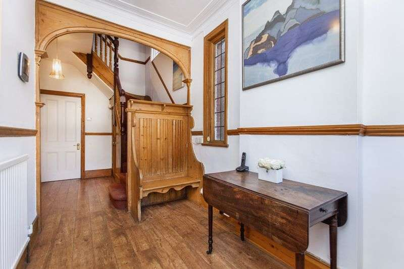 5 Bedrooms Semi Detached House for sale in Winchmore Hill, N21