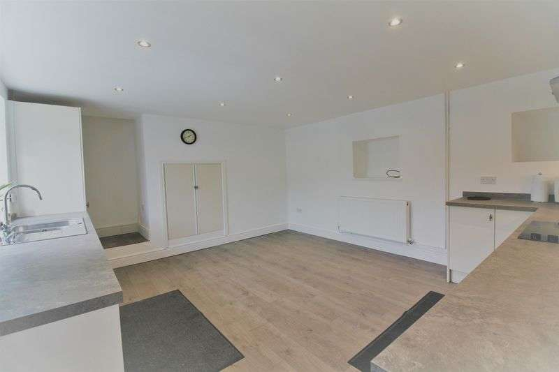 4 Bedrooms Detached House for sale in 4 bed house + 1 bed flat + commercial unit (Morton Nr Bourne)