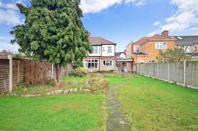 3 Bedrooms Semi Detached House for sale in Charter Avenue, Newbury Park, Essex