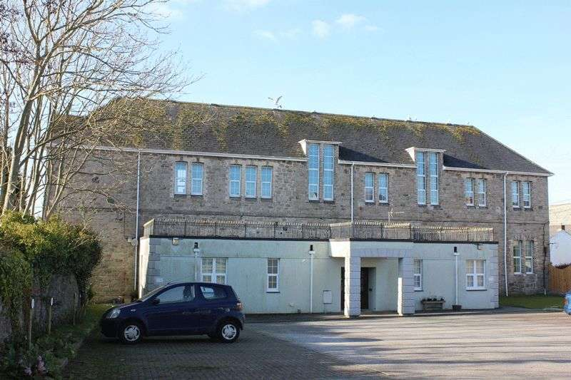 2 Bedrooms Flat for sale in Drinnan Court, St. Austell