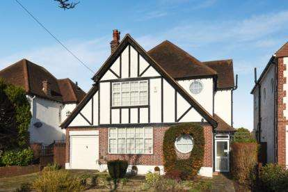 3 Bedrooms Detached House for sale in Petts Wood Road, Petts Wood, Orpington