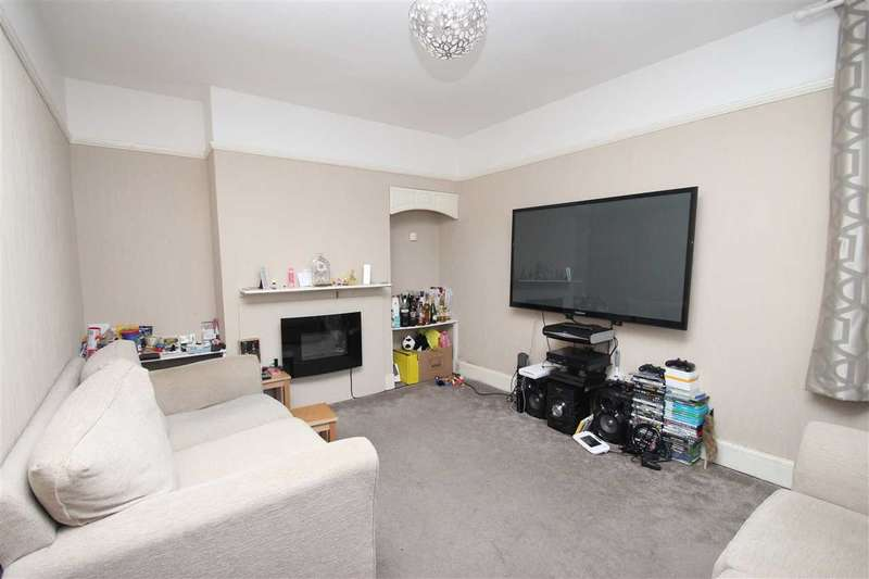 3 Bedrooms Detached House for sale in Holland Road, East Clacton
