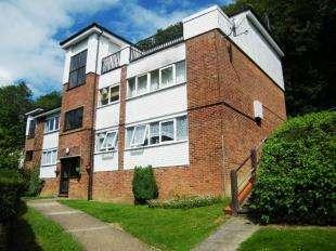 2 Bedrooms Flat for sale in Sunningvale Avenue, Biggin Hill, Westerham, Kent