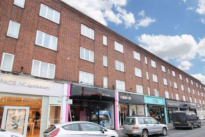 2 Bedrooms Flat for sale in Brooklyn Court, Loughton