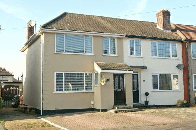3 Bedrooms Property for sale in Lancaster Drive, Elm Park 425,000