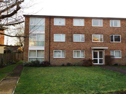 2 Bedrooms Flat for sale in Stapleton Close, Potters Bar, Hertfordshire