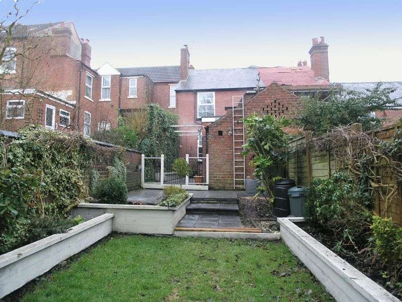 2 Bedrooms Terraced House for sale in DUDLEY, OAKHAM, Bennetts Hill