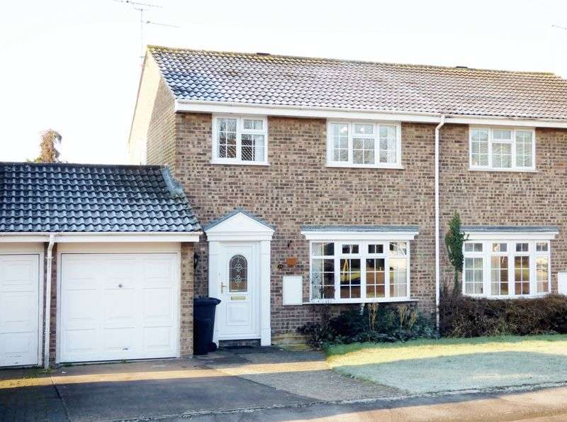3 Bedrooms Semi Detached House for sale in Thrush Close, Gloucester