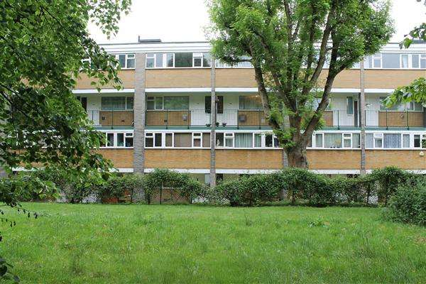 2 Bedrooms Apartment Flat for sale in North Orbital Road, Denham