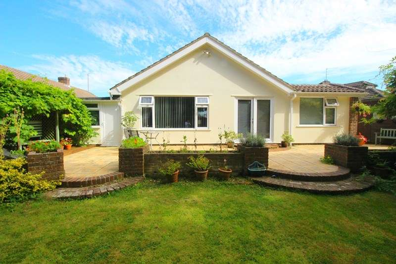 4 Bedrooms Detached Bungalow for sale in Harvest Road, Denmead, Waterlooville