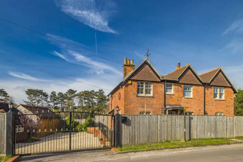 4 Bedrooms Detached House for sale in Gatehampton Road, Goring