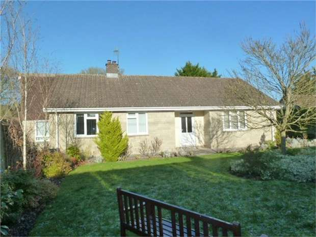 4 Bedrooms Detached Bungalow for sale in High Street, North Wootton, Shepton Mallet, Somerset