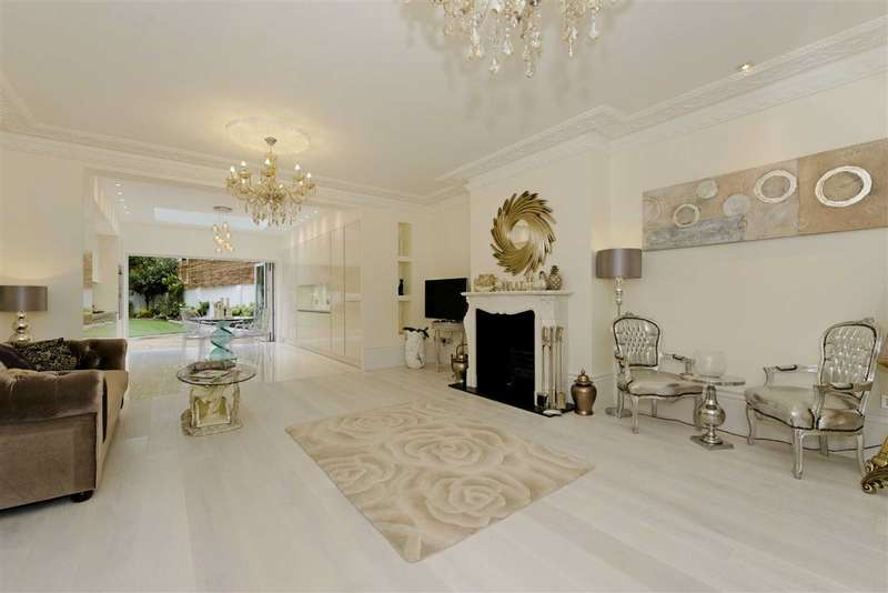 4 Bedrooms Flat for sale in College Crescent, London, NW3