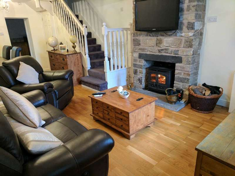 2 Bedrooms Cottage House for sale in Harts Houses, Wilderswood, Horwich