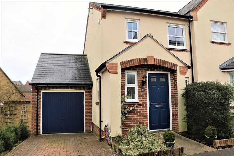 2 Bedrooms Semi Detached House for sale in Avington Way , Sherfield Park , HOOK, RG27