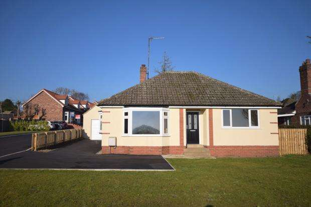2 Bedrooms Detached Bungalow for sale in Racecourse Road, East Ayton, Scarborough, North Yorkshire, YO13 9HT