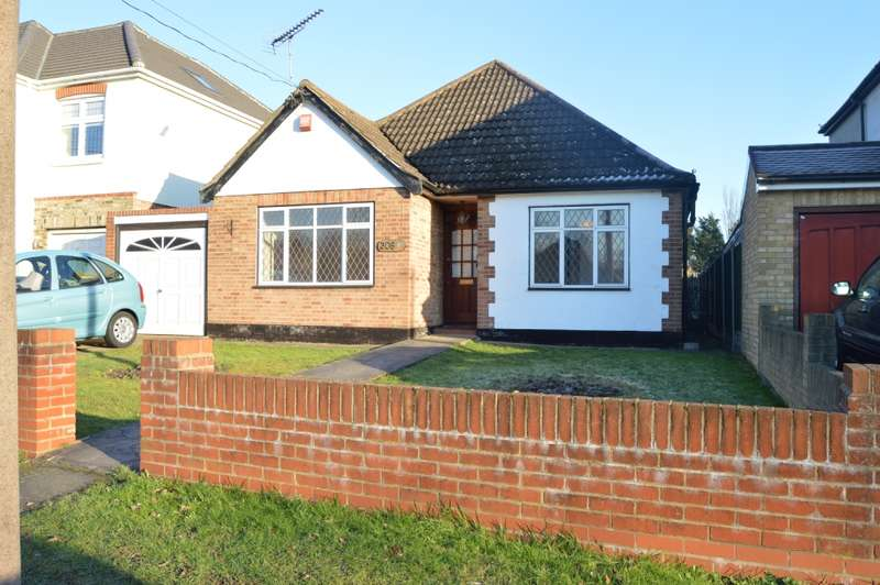 3 Bedrooms Bungalow for sale in Front Lane, Upminster
