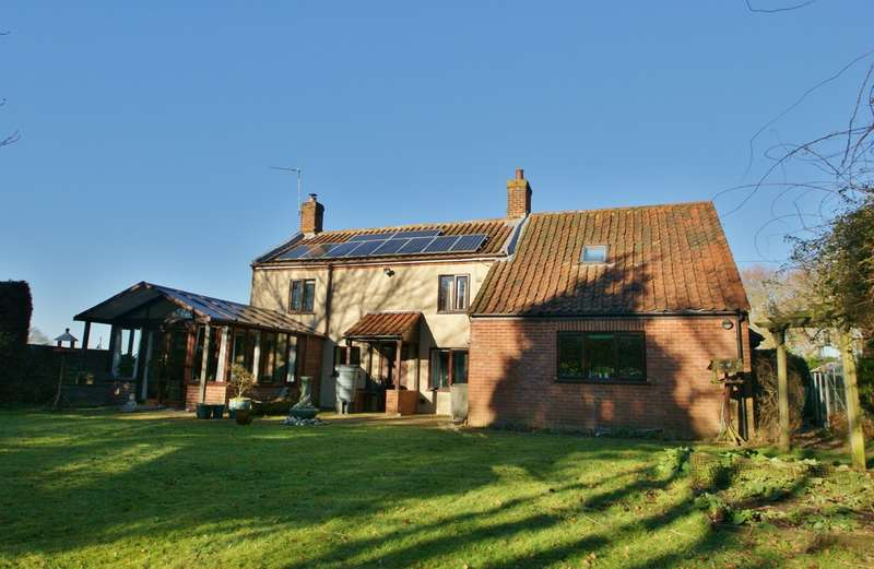 3 Bedrooms Detached House for sale in Grange Road, Hainford, Norwich